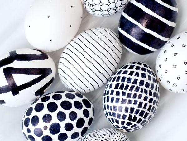 Huevos en blanco y negroIdeas para decorar huevos de Pascua