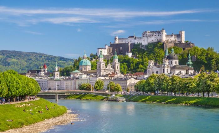 Festung Hohensalzburg y el río Salzach en Salzburgo