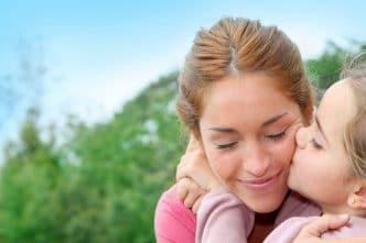 Cómo tener vida social siendo madre soltera