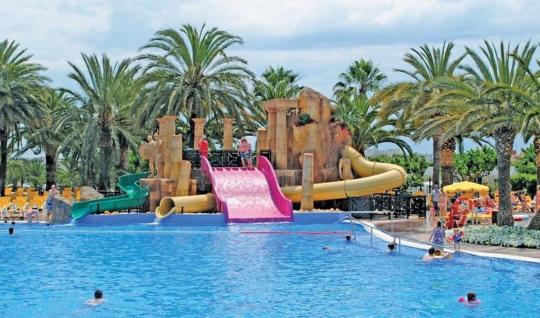 Los 12 mejores campings para ir con ni os en espa a for Hoteles con piscina en tarragona
