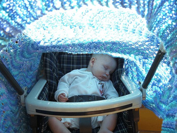El peligroso error con el cochecito de bebé que cometen muchos padres en verano