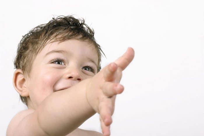 Hay que obligar a los niños a saludar a los demás