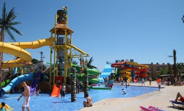 10 hoteles con toboganes para ni os en espa a etapa infantil for Hoteles para familias en la playa
