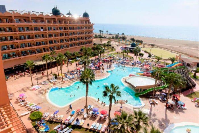 Hotel con toboganes Colonial Mar, en Roquetas de Mar, Almería
