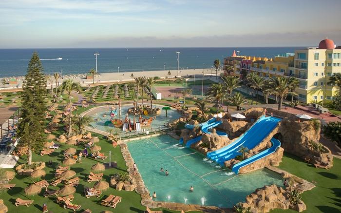 10 hoteles con toboganes para ni os en espa a etapa infantil for Hoteles baratos en sevilla con piscina