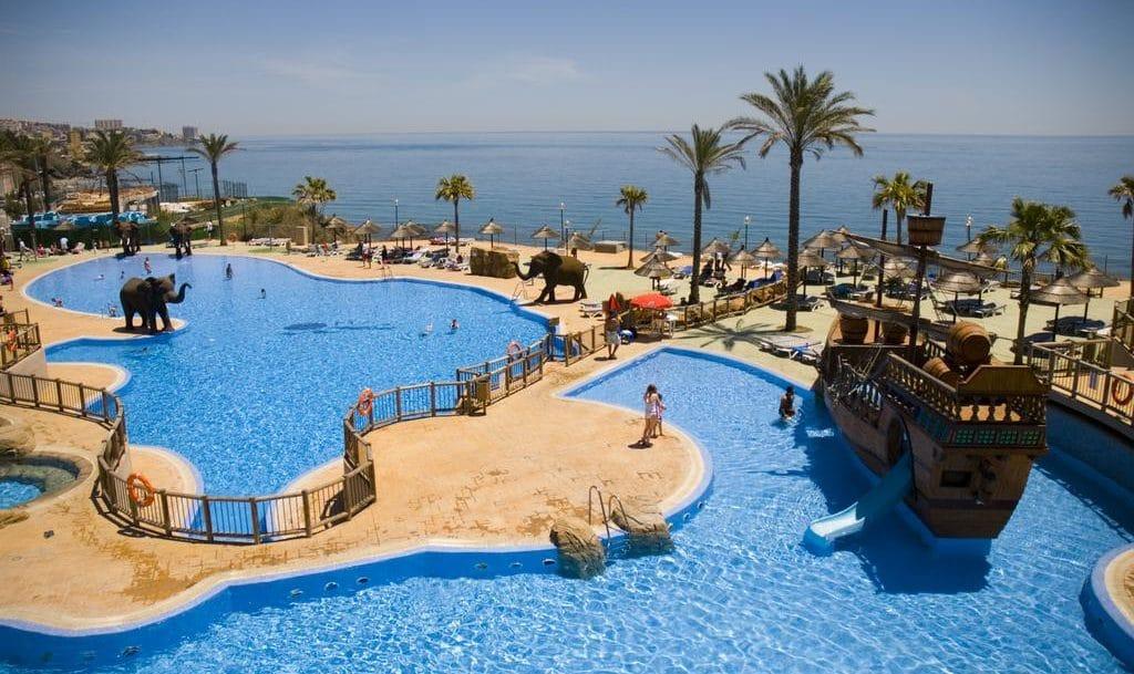 Hotel Holiday World Resort, en Benalmádena, Málaga