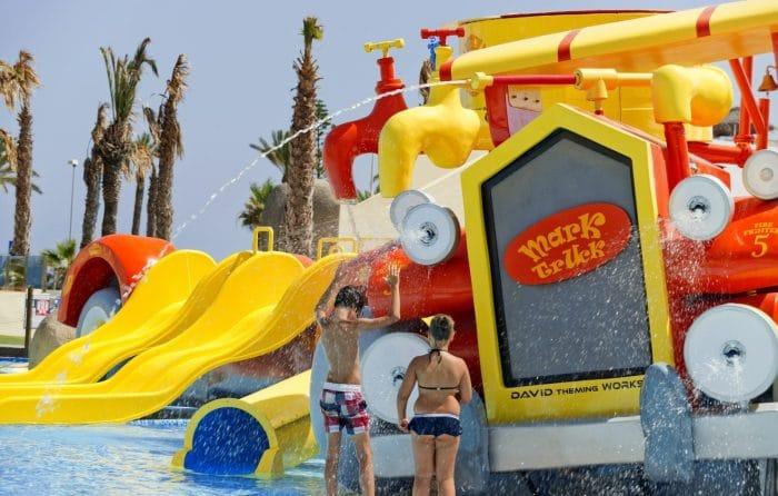 Hotel con toboganes acuáticos Mediterráneo Park, en Almería