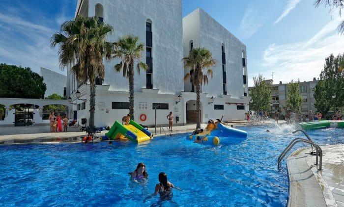 Hotel y apartamentos con toboganes Pins Platja, en Cambrils, Tarragona