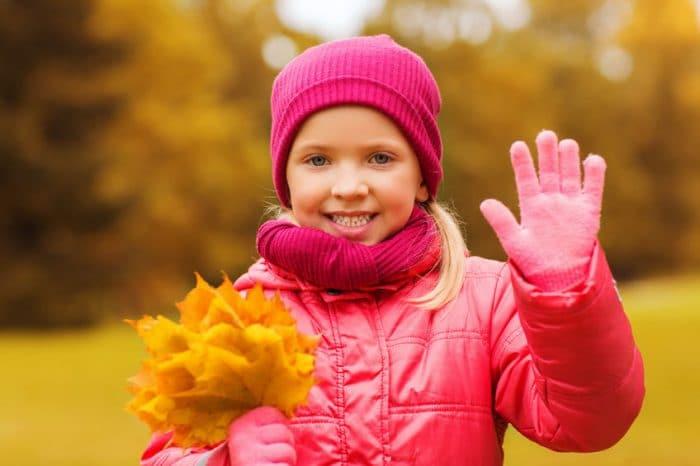 Obligar a los niños a saludar