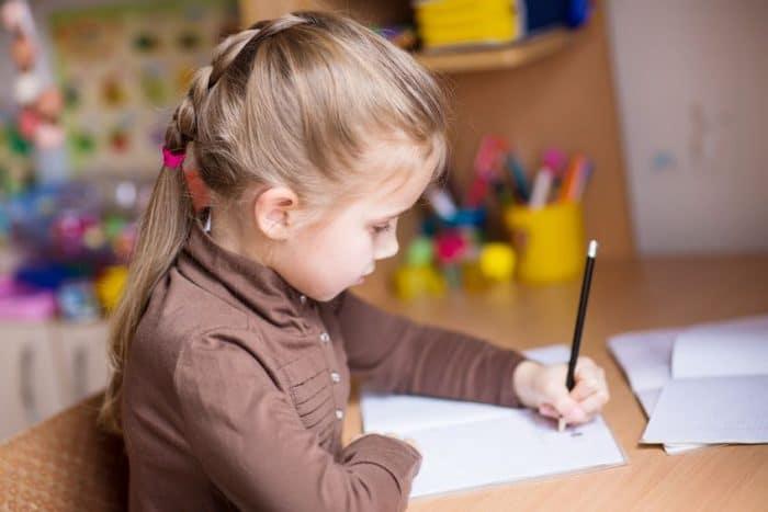 Un dictado al día en las escuelas
