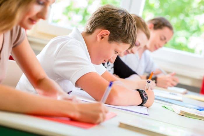 Un dictado al día en las escuelas para aprender las reglas ortográficas