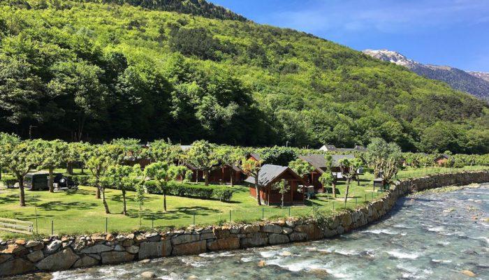 Verneda Camping Mountain Resort, en Pònt d'Arròs, Lleida, Cataluña
