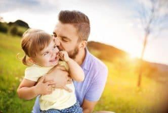 Hombres y padres que se ocupan del hogar