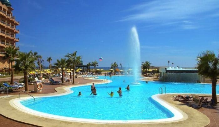 Los mejores hoteles para ni os en almer a etapa infantil for Hoteles con habitaciones comunicadas playa