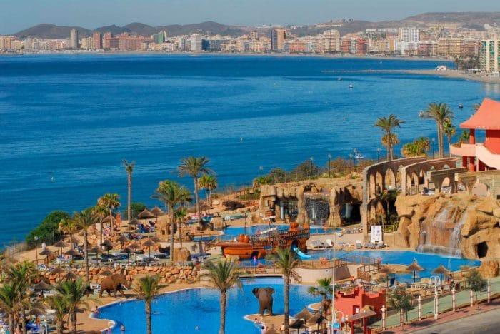 Hotel Holiday World Polynesia, en Benalmádena, Málaga, Andalucía