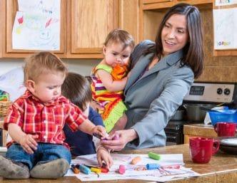 Los hijos de madres trabajadoras suelen ser adultos más exitosos