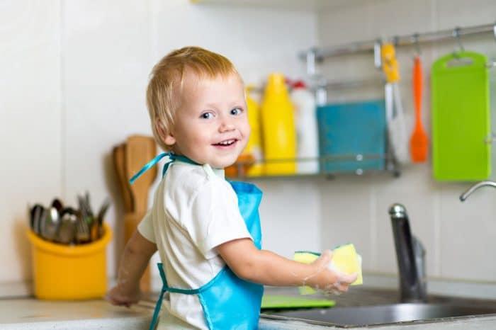 Tareas del hogar para niños según la edad