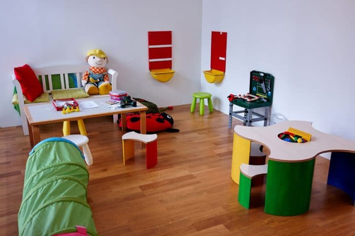 10 ideas montessori para decorar una habitaci n infantil for Cuartos montessori para ninas