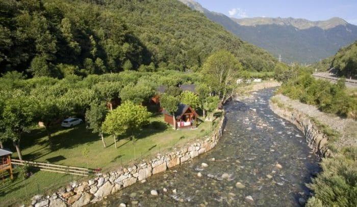 Camping Verneda, en Pònt d'Arròs, Lleida