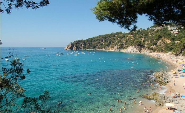 Camping playa Cala Llevadó, en Tossa de Mar, Girona