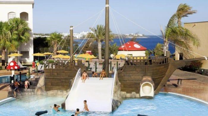 5 hoteles para ir con ni os en lanzarote etapa infantil for Hoteles familiares con piscina