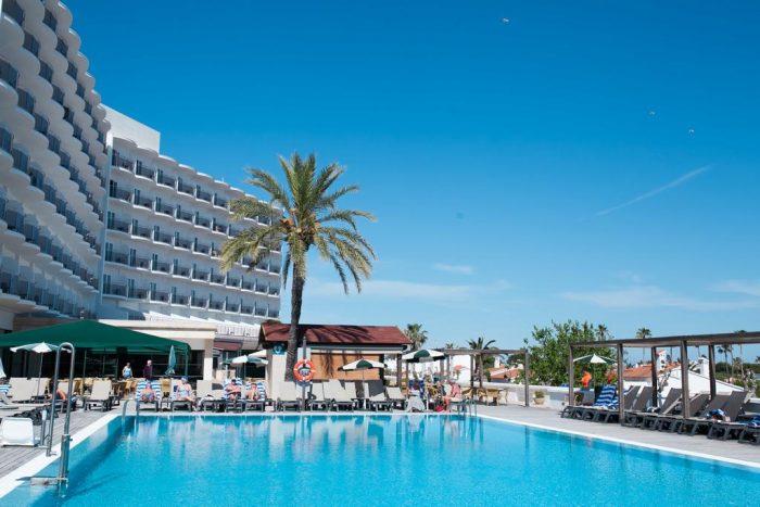 Hotel para ir con niños PortBlue San Luis, en Menorca