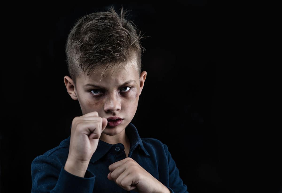 niño violento
