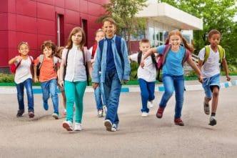 Enseñar a los hijos a conectar con los demás