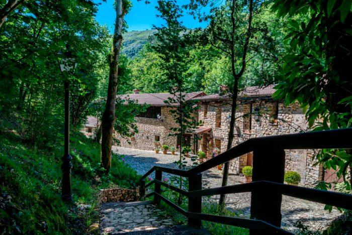 Complejo rural La Tahona de Besnes, en Alles, Asturias