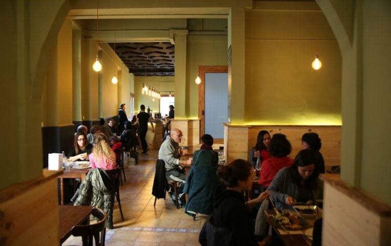 Restaurante vegetarianoAguaribay, en Barcelona, Cataluña