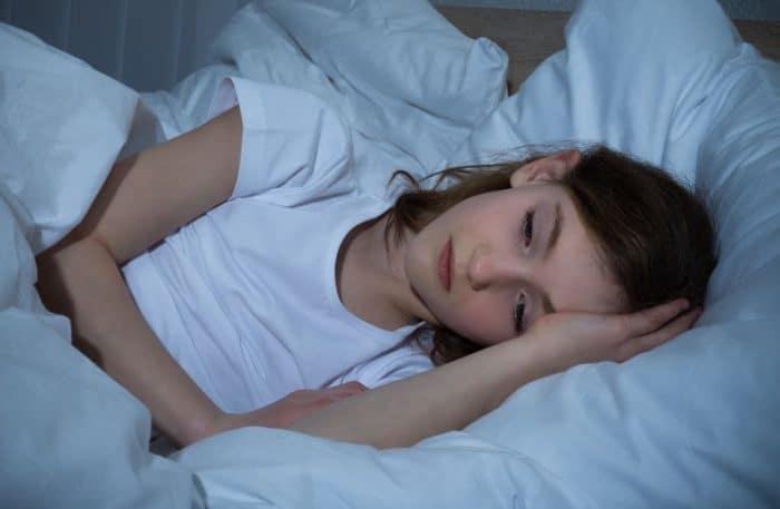 Ayudar niño superar miedos nocturnos