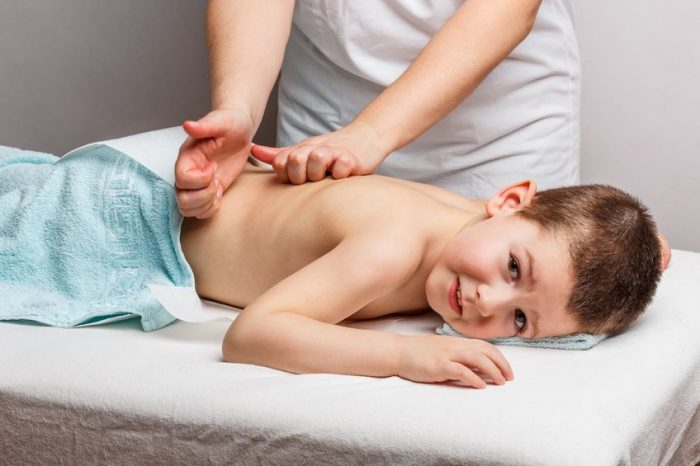 Beneficios del masaje en bebés y niños