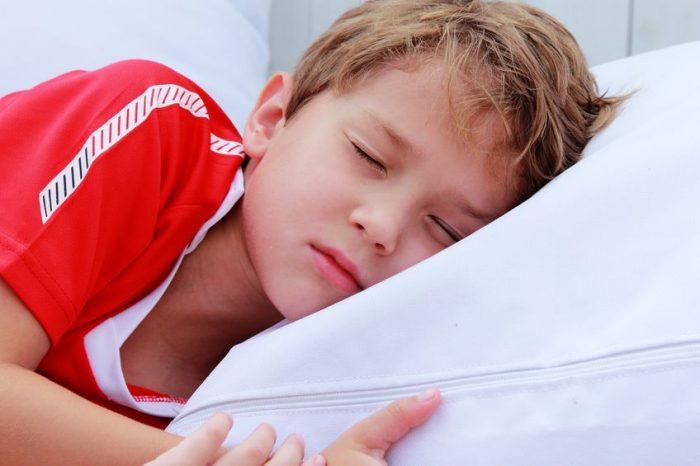 Dormir temprano niños reduce estrés