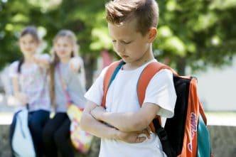 Enseñar a tu hijo a defenderse