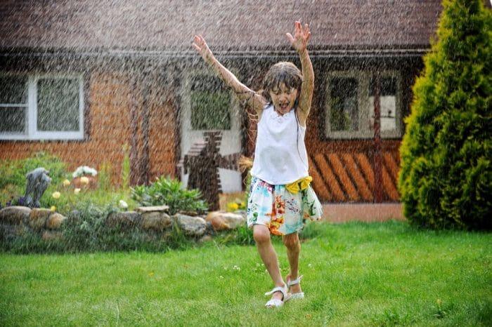Jugar bajo lluvia experiencia