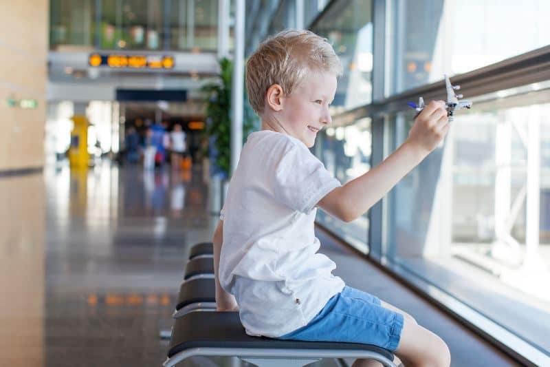 Consejos viajar avión niños