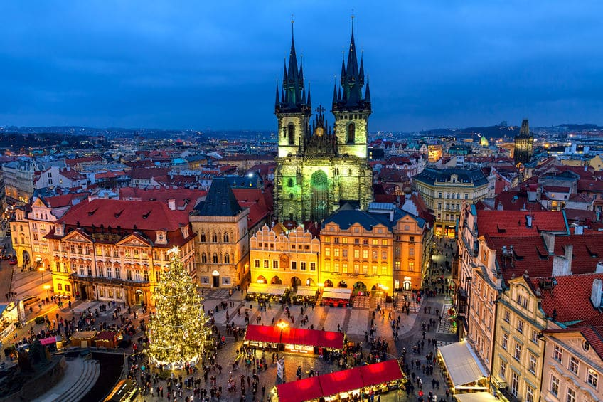 Mercadillo navideño de la Plaza Vieja, en Praga en Navidad