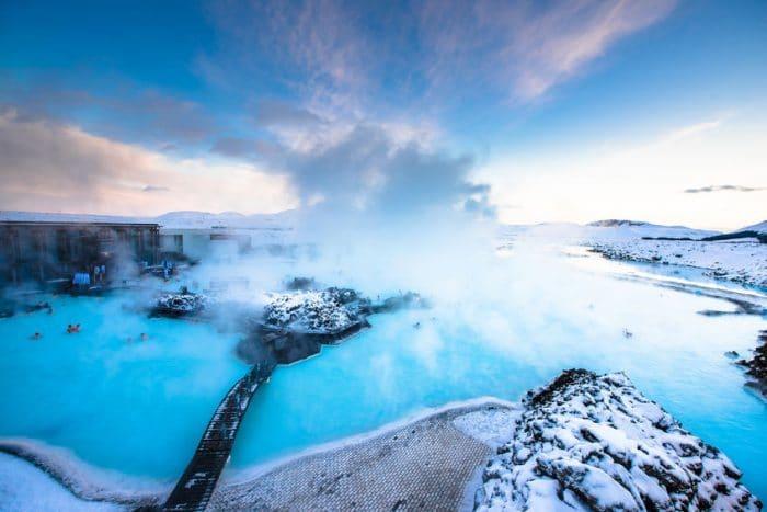 Viajar a la Laguna Azul, cerca de Reykjavik, Islandia en Navidad