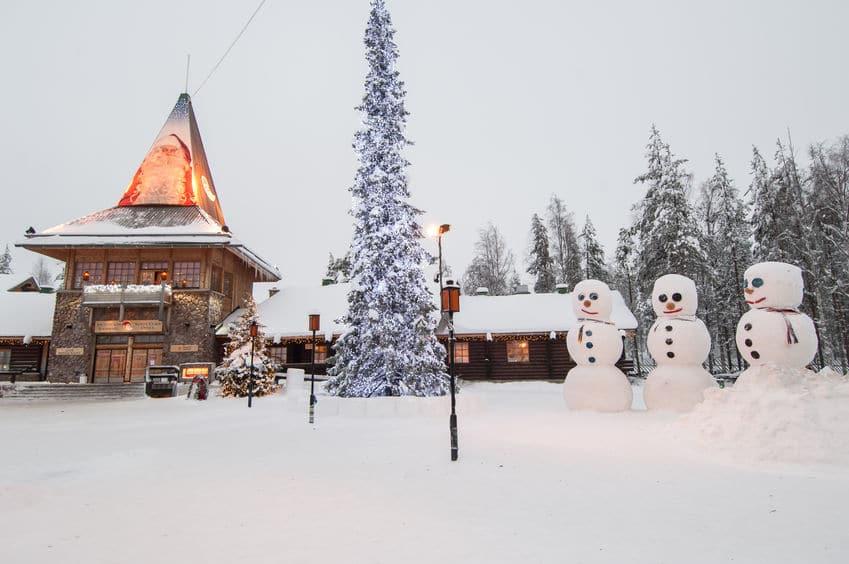 Viajar al pueblo de Santa Claus, en Rovaniemi, Finlandia en Navidad