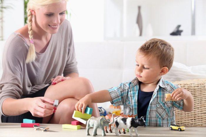 Cómo contratar a una niñera