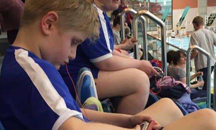 Deniegan premio natación niño autista nadó demasiado rápido