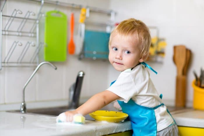 Tareas domésticas para niños por edades