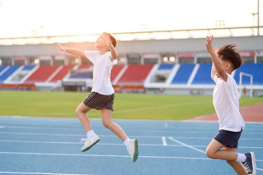 Beneficios practicar deporte niños