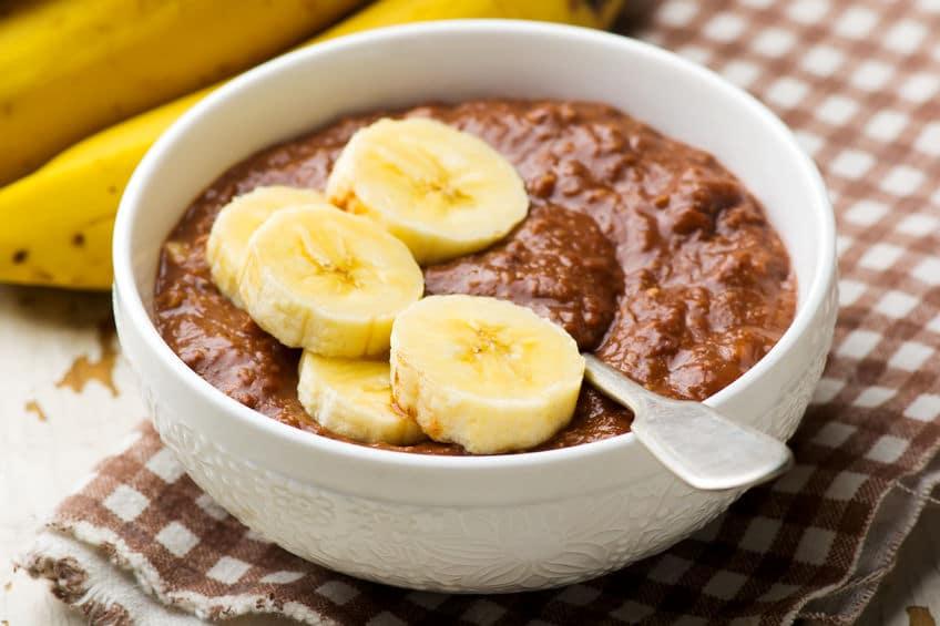 Receta rápida de desayuno con avena, chocolate y plátano