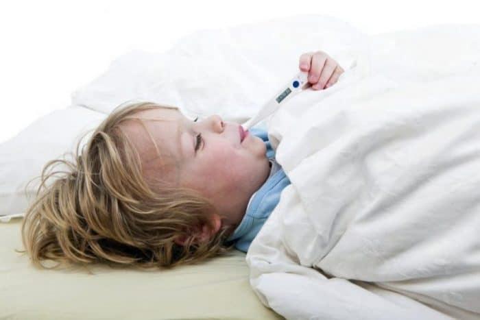 Cómo bajar la fiebre en bebés y niños