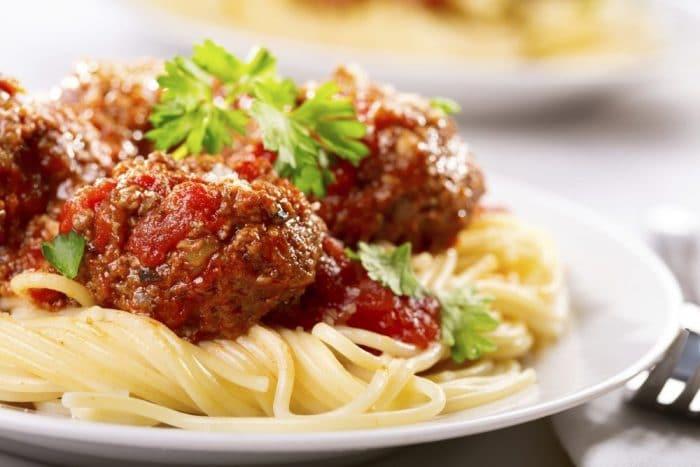 Receta Espaguetis a la boloñesa con albóndigas