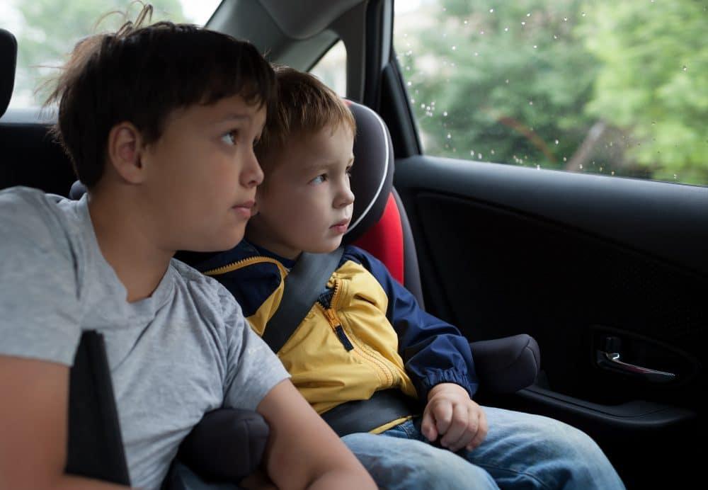 Cómo entretener a los niños en un viaje en coche