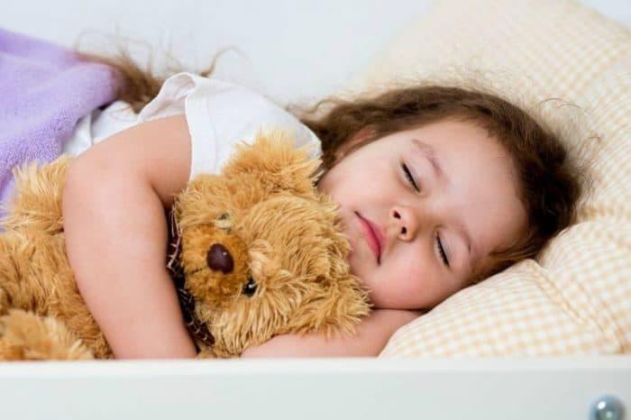 Consejos para que tu hijo de más de 3 años pueda dormir mejor