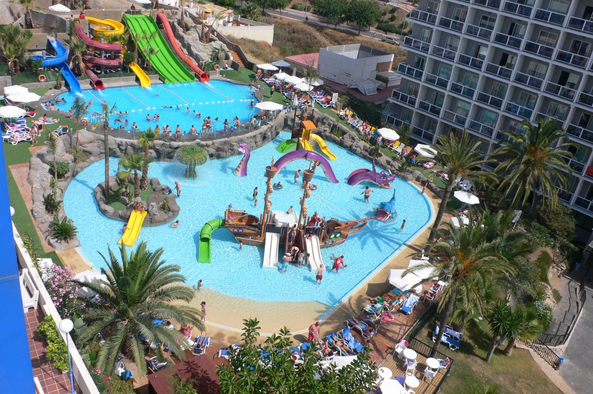 10 hoteles con toboganes para niños en España - Etapa Infantil