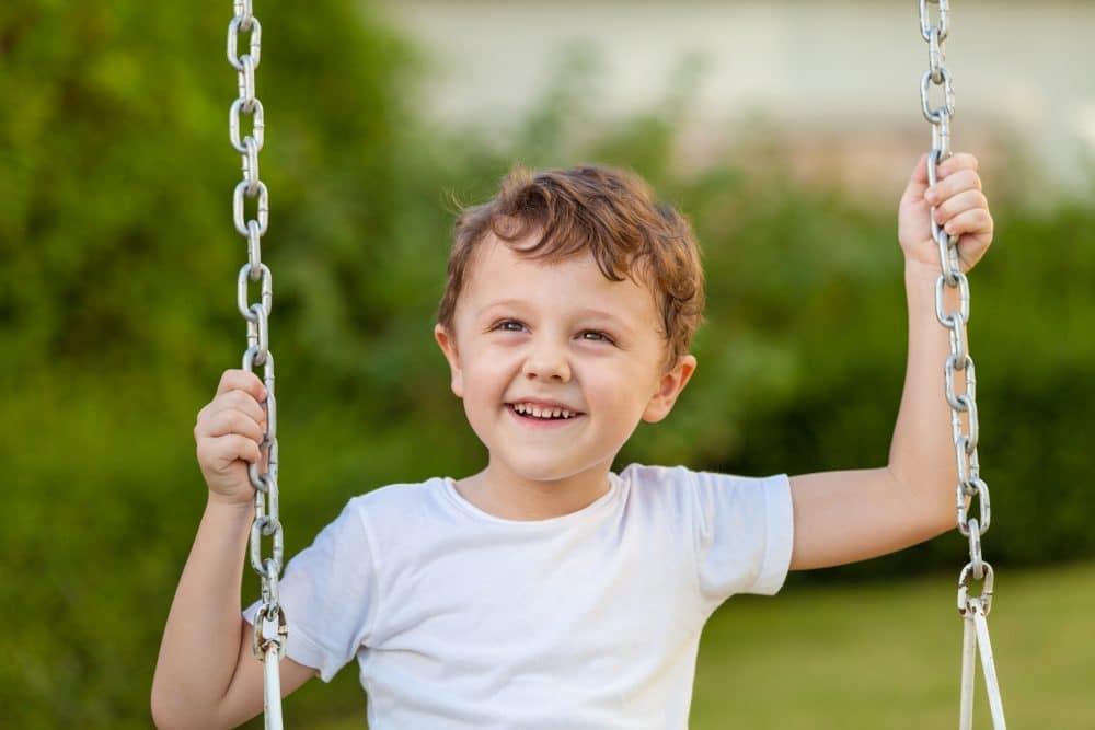 Para criar a un hijo emocionalmente estable no hace falta tener pareja: solo ser feliz